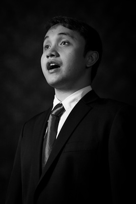 Eugene Eustaquio singing