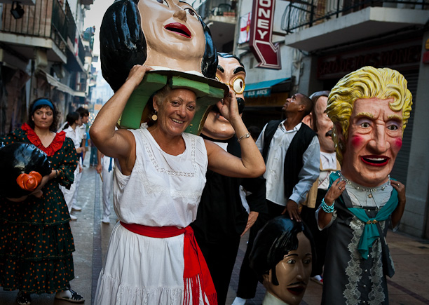 Lady emerges from mask for air, Sitges Festa Major