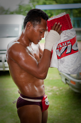 Saenchai prays for auspicious energy