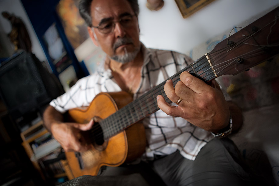 Manuel Blesa playing flamenco guitar