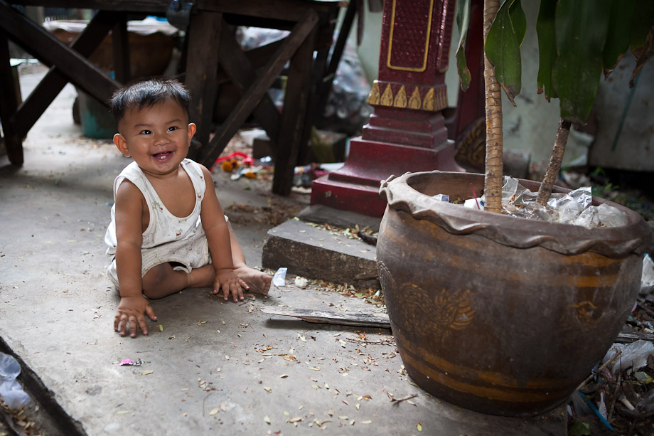 Baby Bang, Bangkok slums